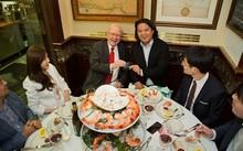 Bữa trưa với Buffett được đánh giá là trải nghiệm đáng đồng tiền bát gạo. Ảnh: Varchev Brokers