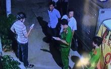 Lực lượng chức năng ghi nhận vụ việc - Ảnh cắt từ camera của người dân