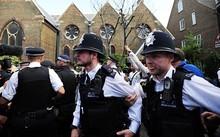 Thủ tướng Anh bị truy đuổi trên phố sau vụ cháy London