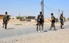 Binh sỹ Syria làm nhiệm vụ tại thành phố Raqqa ngày 11/6. (Nguồn: EPA/TTXVN)