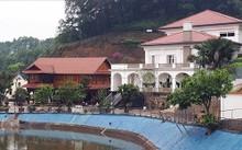 Khu biệt thự của gia đình ông Phạm Sỹ Quý nằm cạnh hồ nước. Ảnh: Lao Động