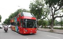 Hành trình đầu tiên của chiếc xe bus hai tầng mui trần này khá ngắn, khởi đầu phố Tràng Tiền rồi rẽ phải sang phố Đinh Tiên Hoàng...