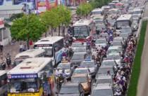 Ùn tắc giao thông trở thành nỗi kinh hoàng của người dân Hà Nội.