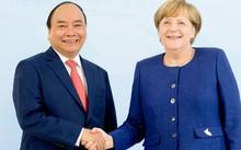 Thủ tướng Nguyễn Xuân Phúc và Thủ tướng Angela Merkel tại Hamburg tối 6-7, giờ địa phương. Ảnh: AFP