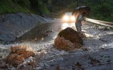 Một con đường bị lũ quét qua tại tỉnh Oita, miền nam Nhật Bản, ngày 5/7 - Ảnh: Reuters
