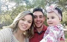 Vợ chồng Frankielen bên con gái đầu lòng. Ảnh: Caters.