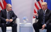 Tổng thống Nga Putin và tổng thống Mỹ Trump tại cuộc gặp song phương ngày 7-7 - Ảnh: Reuters