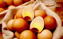 Loại trứng gà xông khói Hàn Quốc xuất hiện trên thị trường gần đây đang khiến nhiều người tò mò .
