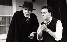 Landau (trái) với Johnny Depp trong phim ''Ed Wood''. (Nguồn: theguardian.com)