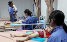 Trẻ bị sùi mào gà ở Hưng Yên đang được điều trị tại Bệnh viện Da liễu T.Ư