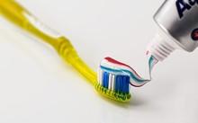 Nhiều người Venezuela không còn khả năng mua kem đánh răng nữa. Một tuýp thuốc đánh răng ở nước này hiện nay có giá tương đương với nửa tuần lương với nhiều công nhân do lạm phát đã ở mức 700%. (Nguồn: Pixabay.com)