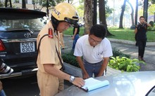 Phạt người không mang bản chính đăng ký xe: Bộ Tư pháp nói gì?