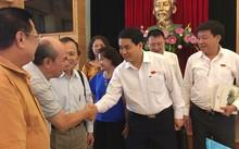 Chủ tịch Hà Nội trao đổi với các cử tri quận Hoàn Kiếm.