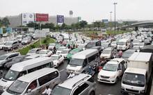 Trước sân bay Tân Sơn Nhất bị ùn tắc suốt 4 giờ hôm 20/7.