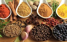 Phụ gia thực phẩm là các chất để bảo quản hay cải thiện hương vị, làm đẹp bề ngoài cho sản phẩm