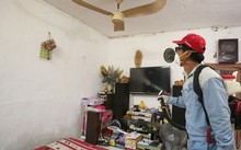 Phun thuốc diệt muỗi trong các gia đình.