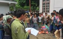 Phát hàng hỗ trợ cho người dân bị ảnh hưởng bởi lũ tại xã Nặm Păm, Sơn La.