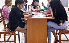 Các cô gái bán dâm được đưa về Phòng PC45, Công an tỉnh. Ảnh: Báo Bà Rịa-Vũng Tàu