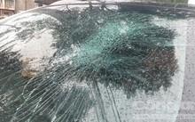 Xe hơi của chị Thảo bị nhóm Bo cái Bang dùng kiếm, mã tấu phá hoại hư hỏng