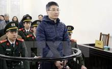 Bị cáo Giang Kim Đạt, nguyên quyền Trưởng phòng kinh doanh Vinashinlines đứng trước vành móng ngựa trong phiên tòa sơ thẩm hồi tháng 1.