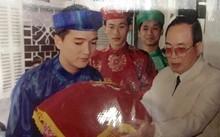 Đàm Vĩnh Hưng bê tráp cùng Hoài Linh trong ngày cưới đồng nghiệp.