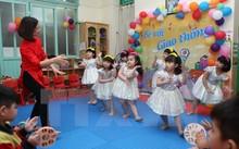 Giờ học múa của trẻ lớp 5 tuổi, trường Mẫu giáo Mầm non B, Hà Nội.
