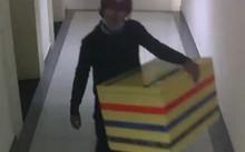 """""""Bí mật"""" trong chiếc thùng xốp tố cáo tội ác kinh hoàng của nam sinh lớp 11"""