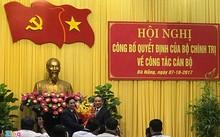 Trưởng ban Tổ chức Trung ương trao quyết định của Bộ Chính trị cho ông Trương Quang Nghĩa sáng 7/10. Ảnh: Đ.N.