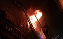 Vụ cháy ở phố Vọng: Dân dùng búa tạ phá cửa nhưng không được