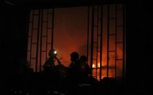 Nổ lớn và hỏa hoạn gần 3 tiếng tại công ty may ở Quận 9