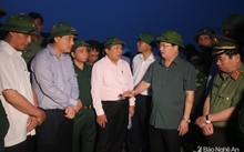 Phó Thủ tướng Trịnh Đình Dũng đi khảo sát tình hình chống bão tại Nghệ An, Hà Tĩnh