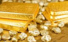 Giá vàng 4/11: kinh tế Mỹ biến động khiến đà tăng của vàng sụt giảm
