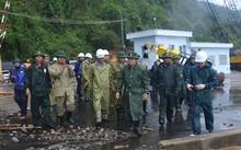 Phó Thủ tướng Trịnh Đình Dũng đi kiểm tra cảng Vũng Rô. Ảnh: Phú Yên Online