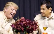 Tổng thống Trump tỏ ra thân mật với người đồng cấp Duterte