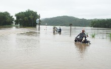 Không khí lạnh gây mưa lũ cho các tỉnh Trung Bộ