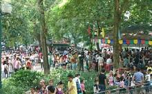 Công viên Thủ Lệ chật kín người
