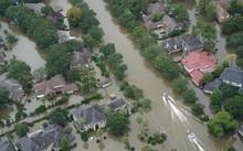 Siêu bão thập kỷ Harvey khiến nhiều vùng tại Texas chịu ngập lụt và thiệt hại nặng nề.