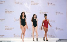 Các thí sinh tự tin trong phần thi bikini