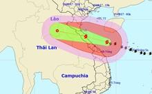 Siêu bão số 10 áp sát đất liền miền Trung