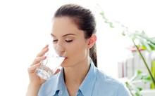 Uống nước ấm vào buổi sáng mang lại nhiều lợi ích cho cơ thể