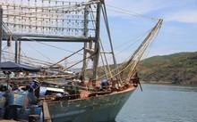 Tàu cá TH 93666 TS vừa cập cảng cá Quy Nhơn lúc rạng sáng 19/9.
