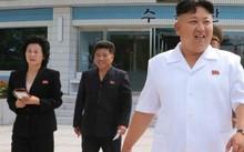 Nhà lãnh đạo Triều Tiên Kim Jong-un trong một bức ảnh cùng em gái Kim Yo-jong.
