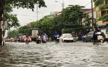 TP.Vinh ngập sâu sau trận mưa lớn
