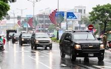 """Đoàn xe Chevrolet Suburban, những chiếc SUV này luôn đi trước và """"khóa đuôi"""" xe Tổng thống, làm nhiệm vụ tác chiến điện tử."""