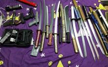 Công an thu giữ tang vật trong một đường dây mua bán vũ khí bị triệt phá