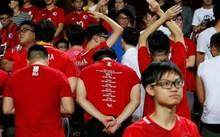 Một số cổ động viên Hồng Kông quay lưng khi có quốc ca