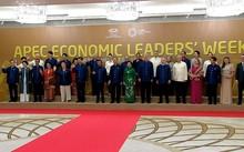 Các nhà lãnh đạo APEC cùng mặc trang phục tơ tằm của Việt Nam