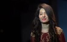 Ấn Độ: Nạn nhân của các vụ tấn công axit tự tin trên sàn catwalk