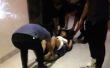 Người phụ nữ bị gãy đùi được lực lượng chức năng đưa đi bệnh viện - Ảnh người dân cung cấp