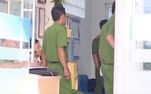 Cảnh sát khám nghiệm hiện trường vụ cướp tại Vĩnh Long.